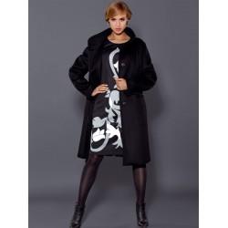 płaszcz Dziekański Filona czarny na modelce