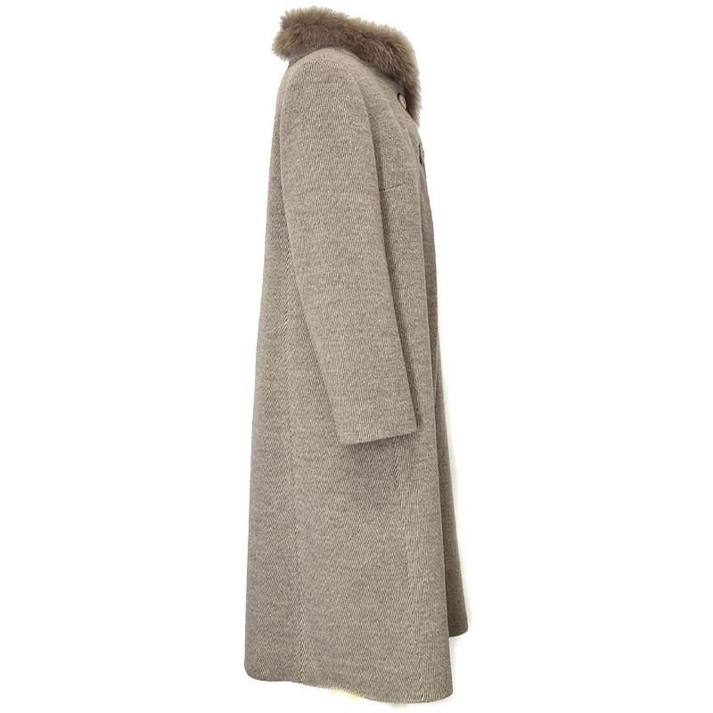 płaszcz Dziekański Ludmiła z boku